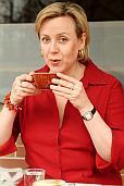 Foodjournalistin Martina Tschirner trinkt Kaffee